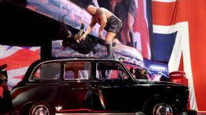 Big Show chokeslams Reigns