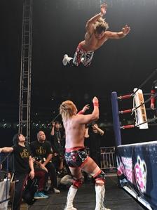 Tanahashi flies at Naito