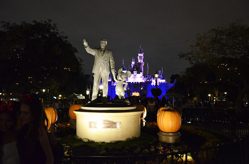 Disney Statue and castle
