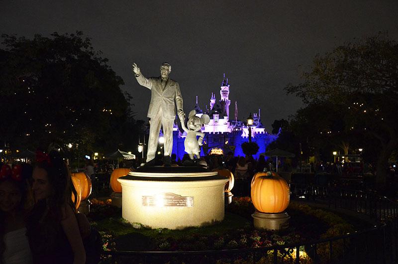 Disney Statue and castle