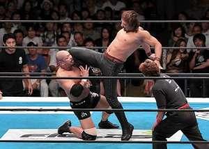 Nakamura hits the Bomaye knee strike