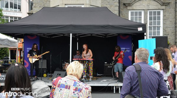 Eloise Fabbri and her band